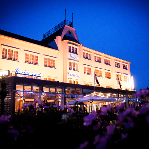 Hotel Vocnken by night