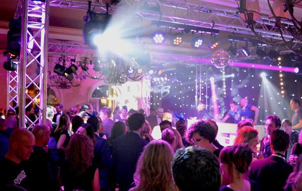 Groots feest in de zaal van Hotel Voncken